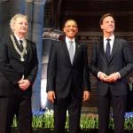 Barrack Obama staat in de basis-houding