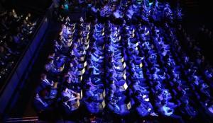 publiek in zaal bij presentatie Apple Watch