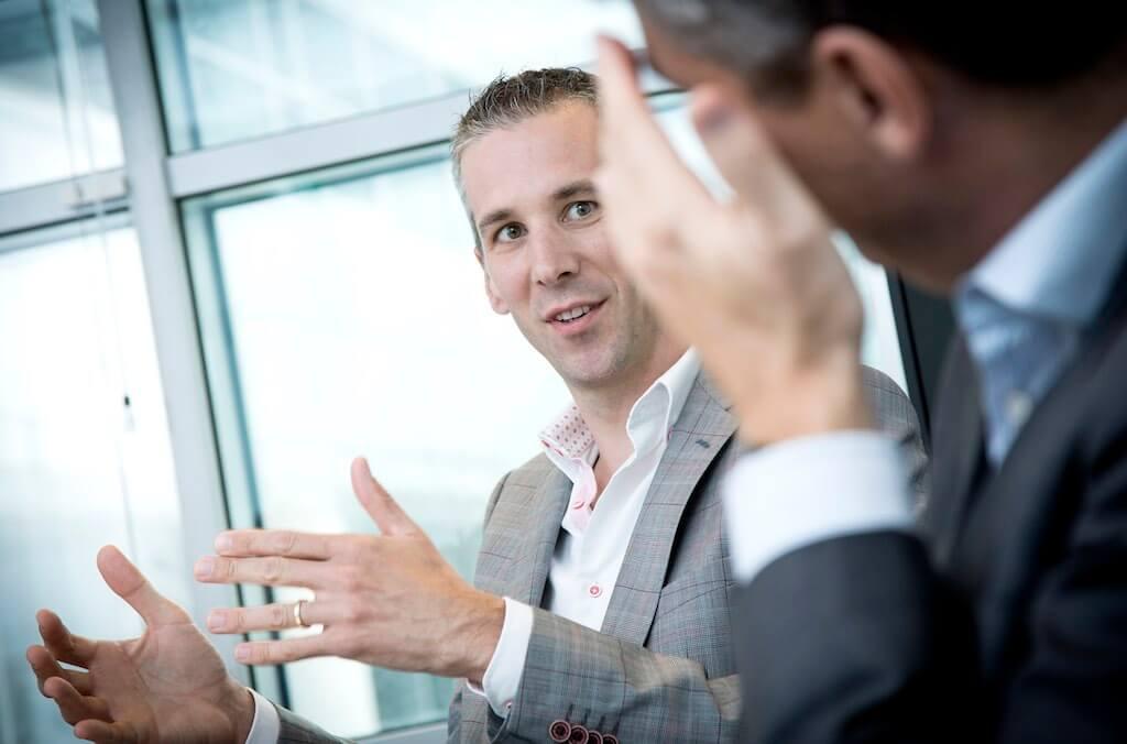 Joeri geeft advies hoe de salespresentatie goed past in het verkoopgesprek