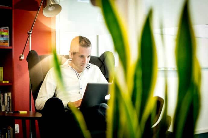 Videomeeting met een presentatiespecialist over jullie huidige salespresentatie